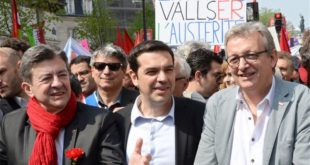 De izquierda a derecha, el maastrichtiano Jean-Luc Mélenchon, Alexis Tsipras y Pierre Laurent, ex-presidente del PIE y secretario nacional de esa cosa que se hace llamar PCF. Entre europeístas se entienden.